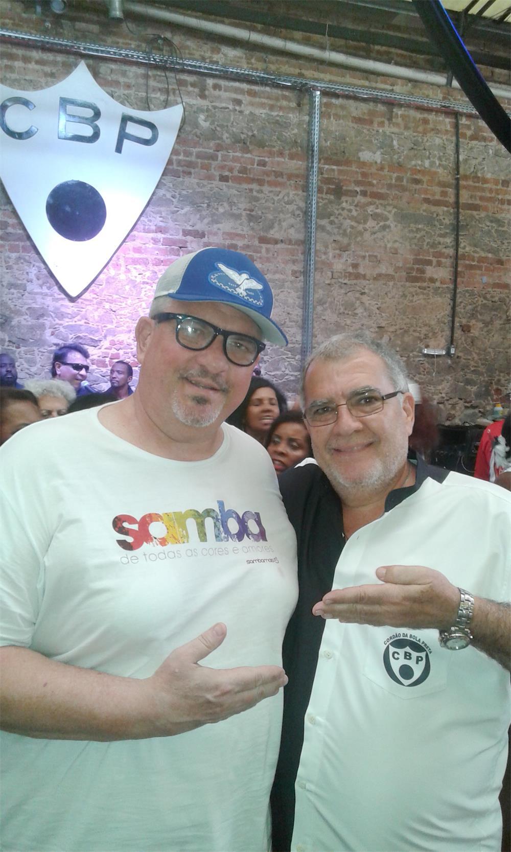 No clique Arnaldo Rippel e o Presidente do Cordão da Bola Preta Pedro  Ernesto Marinho. 61ae0c42f01